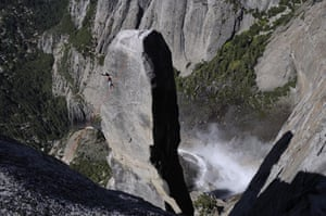 Tightrope: Heinz Zak on a highline across Lost Arrow, El Capitan, Yosemites, US