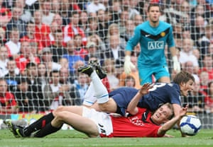 premier league: Andrey Arshavin is tackled by Darren Fletcher