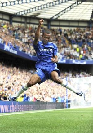 premier league: Ashley Cole celebrates scoring Chelsea's third goal