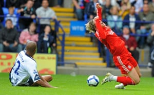 premier league: Torres goes down in the penalty box