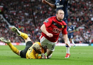 Prem 2: Wayne Rooney is brought down by Arsenal's Manuel Almunia for a penalty