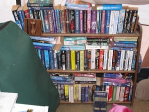 Jaycee Dugard kidnapping: Shelves of paperback books where Jaycee was kept prisoner