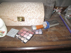 Jaycee Dugard kidnapping: Make-up and a hairbrush in Jaycee's hideaway