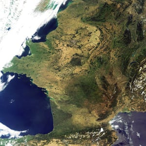 Satellite Eye on Earth: cloud-free France