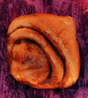 Food faces: Nun bun