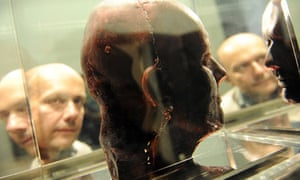 Artist Marc Quinn and a model of his own head in frozen blood
