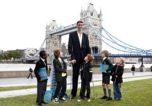Guinness World Records: Guinness World Records World's tallest man, Sultan Kosen