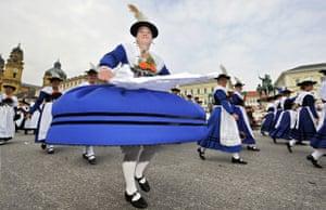 Oktoberfest in Munich : Oktoberfest starts in Munich