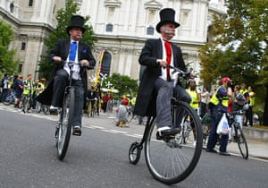 London's Skyride: Cyclists in top hats