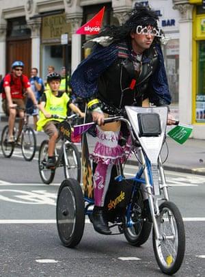 London's Skyride: Riders participate in the Skyride