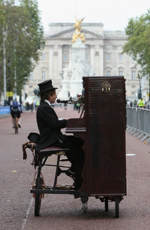 London's Skyride: A piano playing cyclist makes his way towards Buckingham Palace