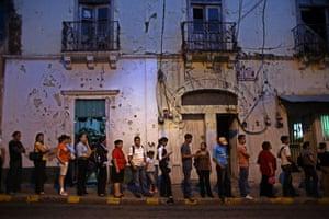 25 September 2009: Tegucigalpa, Honduras: People queue for taxis