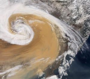 Dust storm: Dust Storm Over China