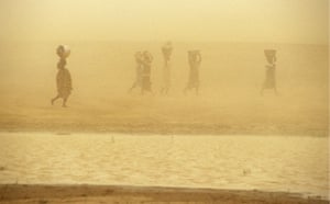 Dust storm: Mali Women Caught in Sand Storm