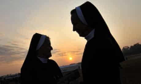 Czech nuns wait for the arrival of Pope Benedict