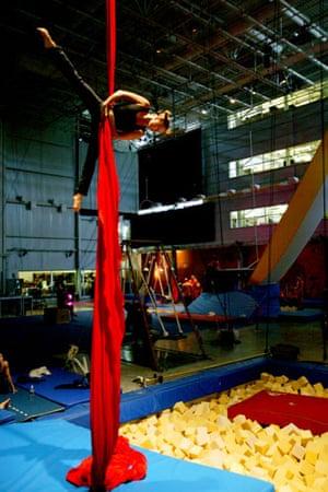 Cirque du Soleil: Cirque du Soleil practicing