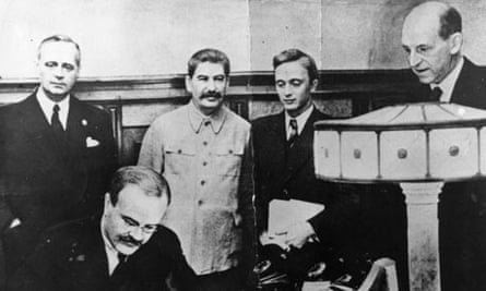 Molotov signing 1939 non-agression pact with Germany, Stalin in background