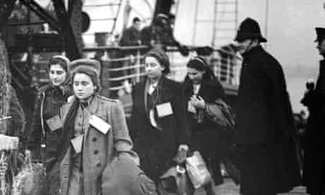 Second world war: Child refugees arrive at Harwich