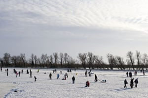 Fen skating: Plenty of people turned up for the occasion to have fun