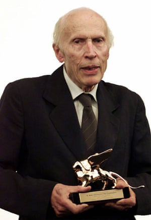Eric Rohmer : Eric Rohmer holds the Golden Lion at the Venice film festival, 2001