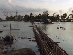Sinking Sundarbans: The villagers' attempt to build a new dyke inland from the shoreline