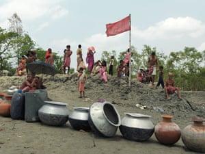 Sinking Sundarbans: Villagers from Dayapur Village wait for water relief
