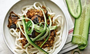 Udon noodles with walnuts
