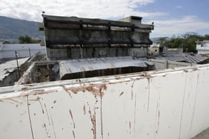 haiti quake: The Haitian National Penitentiary stands burnt and empty after earthquake