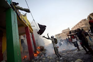 Lawless Haiti: People loot a a damaged store in Port-au-Prince