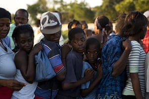 Haiti Aid: People line up to receive food