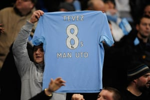 City v United: City fan offers shows what he thinks Tevez feels about his old club
