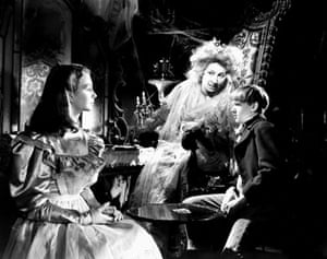 Jean Simmons: Jean Simmons, Martita Hunt & Anthony Wager in Great Expectations, 1946