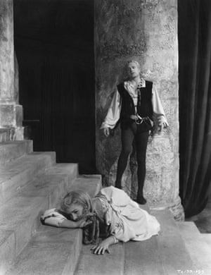 Jean Simmons: Laurence Olivier and Jean Simmons in Hamlet   1948