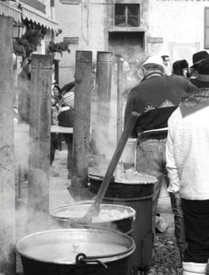 Visual History of Cooking: Making polenta at the polenta festival, Bormio, Italy