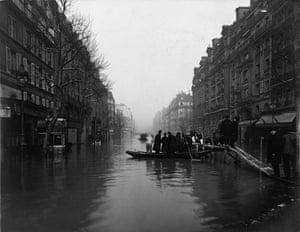 Paris flood: Rue de Lyon