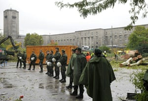 Stuttgart 21 Protest: Police are lined up in the Schlossgarten park in Germany