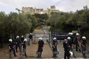 Protest at Acropolis: Riot police are deployed at the entrance to the Acropolis