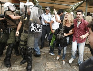 Protest at Acropolis: Police officers force workers to leave the Acropolis hill in Athens