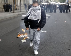 France Strike Update: A high school student walks with his back to police, strike France