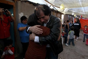 Chile miners return home: Victor Segovia hugs his niece upon arrival to his home