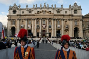 Canonisation ceremony: Swiss guards stand as the portaits of the six new saints are displayed
