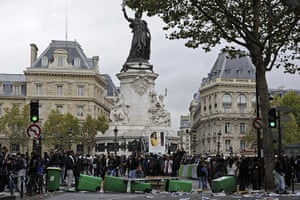 strikes in france: French high school students block traffic in Paris