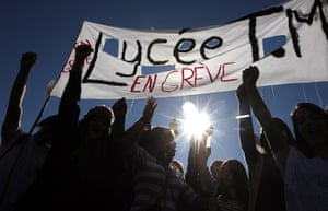 strikes in france: French high school students protest in Nice
