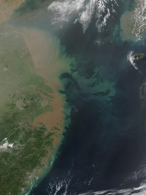 UNEP Report: Pollution and sedimentation at  mouth of Yangtze river China