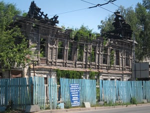 Samara Architecture: A burnt out wooden house in Samara, Russia