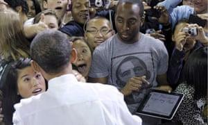 Barack Obama signs iPad