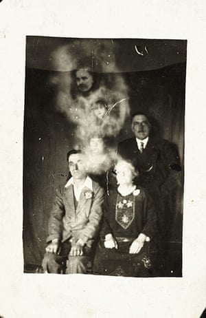 William Hope ghost pics: Family group with two spirits