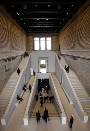 David Chipperfield: An interior view of the staircase of the historical Neue Museum in Berlin