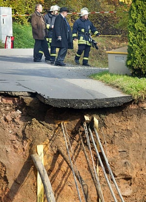 Germany sinkhole: Members of the emergeny services work at the scene