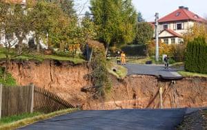 Germany sinkhole: Firemen secure the perimeter of a sinkhole
